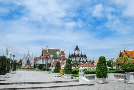 rama: Wat Ratchanatdaram Worawihan and King Rama Stock Photo
