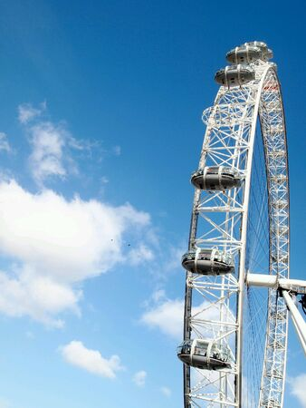 eye: London Eye and the blue sky