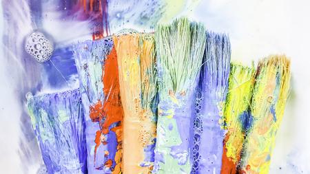 pallette: vieilles brosses sales avec couleur
