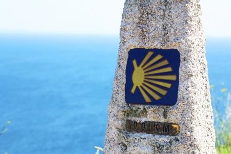 galizia: Camino de Santiago indicatore che mostra il segno distintivo shell per zero km Archivio Fotografico