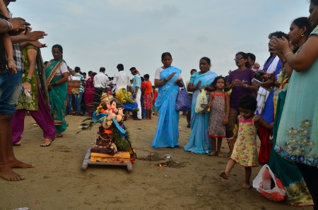 chanting: Mumbai, India - September 2013 - People praying and chanting to the Hindu God Ganesha before immersing him into the ocean Editorial