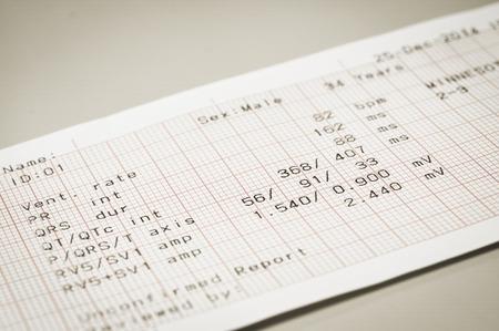 electrocardiograma: electrocardiograma con el estilo de la vendimia