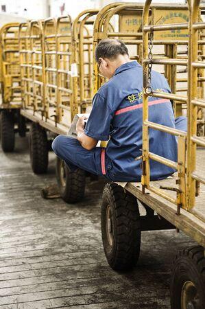 Chinese railway worker in his break time, China Standard-Bild