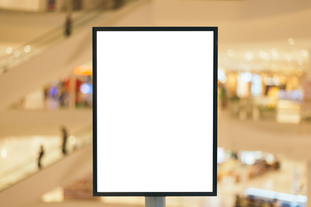 centro comercial: Blank wooden sign with copy space for your text message or content in modern shopping mall.