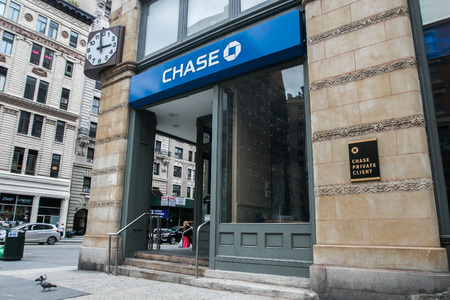 뉴욕, 2016 년 9 월 28 일 : Manhattan의 소매 체이스 은행 위치. 에디토리얼