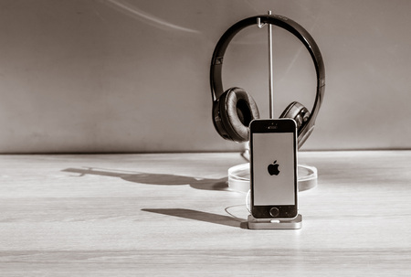 manhattans: New York, October 5, 2016: The new iPhone 7 with headsets are on display in the Apple store on Manhattans Upper West Side.