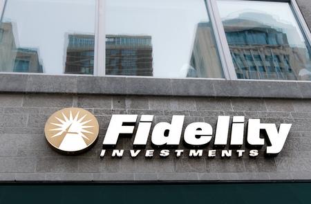 Boston, 28 oktober 2017: teken bij de ingang van een Fidelity Investments-filiaal in centraal Boston. Redactioneel