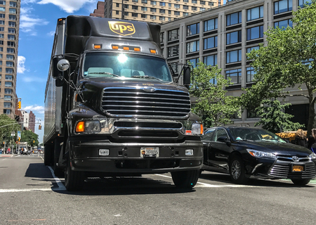 New York, June 9, 2017: UPS truck has stopped on a red light in the streets of Manhattan. 에디토리얼