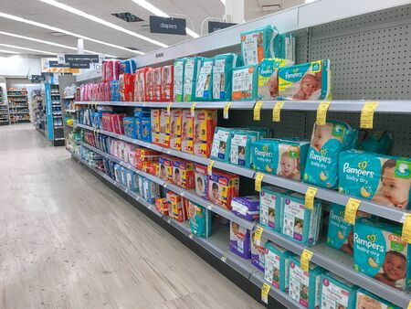 Park City, UT, 12/28/2018: Baby diapers on the shelves of a Walgreens drug store. Imagens - 133574728
