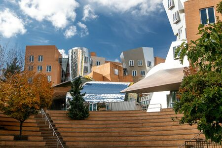 The Stata Center at the Massachusetts Institute of Technology (MIT) , a landmark аcademic complex designed by architect Frank Gehry. 新闻类图片