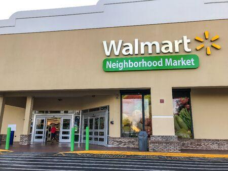 Fort Lauderdale, FL, 5/15/2019: Woman is entering a Walmart store. Imagens - 133574779