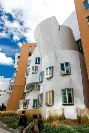 The Stata Center at the Massachusetts Institute of Technology (MIT) , a landmark аcademic complex designed by architect Frank Gehry. Imagens - 133574789
