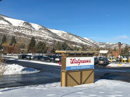 Park City, UT, 12/28/2018: Walgreens pharmacy sign on the parking lot in front of the drug store. 新闻类图片