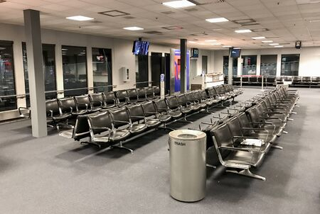 Salt Lake City, UT, 1/31/2019: Empty chairs at a gate at SLC airport during the off hours. Imagens - 133574809