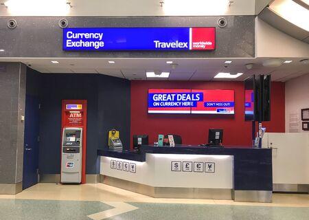 New York, 2/5/2019: Travelex currency exchange counter at JFK airport. 免版税图像 - 138056006