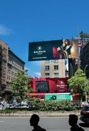 New York, 6/15/2019: View of a large Balmain store advertisement as seen from Houston Street. 免版税图像 - 138056026