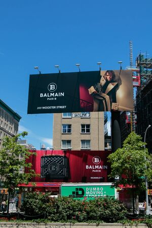 New York, 6/15/2019: View of a large Balmain store advertisement as seen from Houston Street. 免版税图像 - 138056033