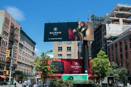 New York, 6/15/2019: View of a large Balmain store advertisement as seen from Houston Street. 免版税图像 - 138056048