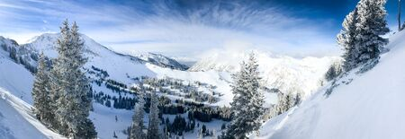 View of the slopes of Alta ski resort in Utah. 免版税图像 - 138243361