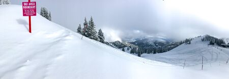 View of the mountains in winter from the edge of the ski area of Alta ski resort in Utah. 免版税图像 - 138243681