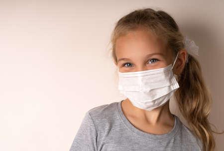 cute little girl wearing a medical mask Standard-Bild