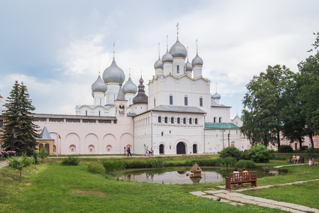 Church of the Resurrection and the Assumption Cathedral in the Rostov Kremlin Фото со стока - 78049551