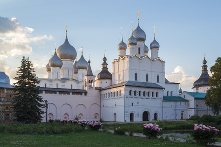 Evening view of the Resurrection Church of the Resurrection and the Assumption Cathedral in the Kremlin of Rostov the Great Фото со стока