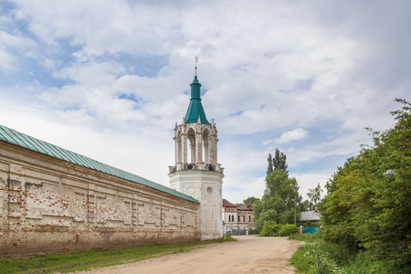 North-eastern corner tower of the Spaso-Yakovlevsky Dimitriy monastery in Rostov the Great Фото со стока - 77959616