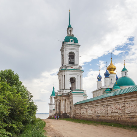 The Belltower of the Spaso-Yakovlevsky Dimitriev Monastery in Rostov the Great Фото со стока - 77936596