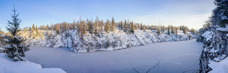 Panorama of Ruskealsky canyon in winter day Imagens