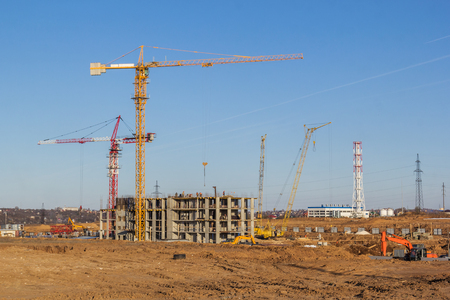 Construction of a multi-storey building on a wasteland in the city