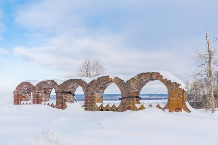 Podvyaze village, Nizhny Novgorod region/Russia - january 20 2019: The remains of the fence of the estate of Priklonsky-Rukovishnikovs Редакционное