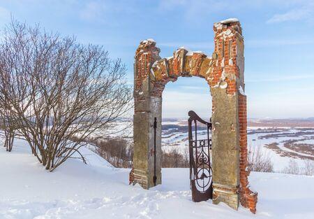 Podvyaze village, Nizhny Novgorod region/Russia - january 20 2019: Gates from the exits to the Oka shore Редакционное
