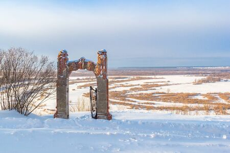 Podvyaze village, Nizhny Novgorod region/Russia - january 20 2019: View of the gates and Oka in winter Редакционное