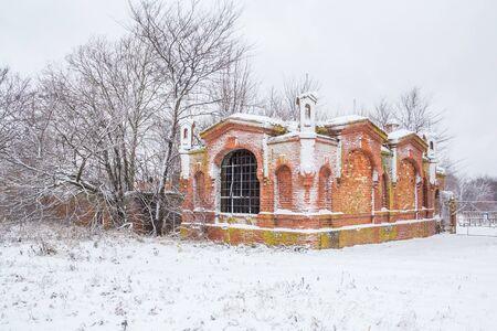 Podvyaze village, Nizhny Novgorod region/Russia - december 01 2019: Old brick blacksmith in the manor Редакционное