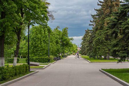 Green alley on the Volga embankment in Samara, Russia Фото со стока