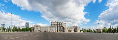 Panorama of Kuibyshev Square and the Opera and Ballet Theatre in Samara, Russia Редакционное