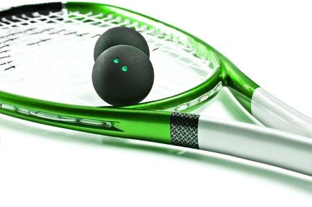 racket sport: Raqueta de squash verde con bolas sobre fondo blanco con espacio para texto