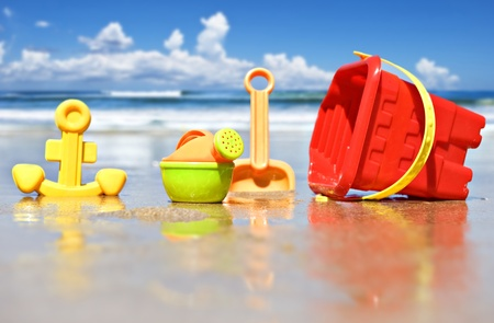 Closeup of children's beach toys at the beach Standard-Bild