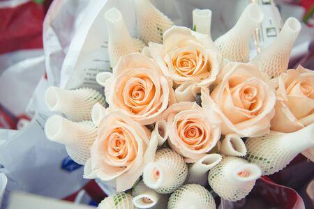 rosas naranjas: Frescas rosas de color naranja hermoso ramo Foto de archivo