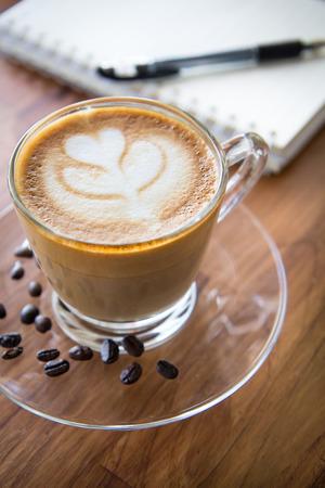 kafe: Tulip latte art coffee on wooden background