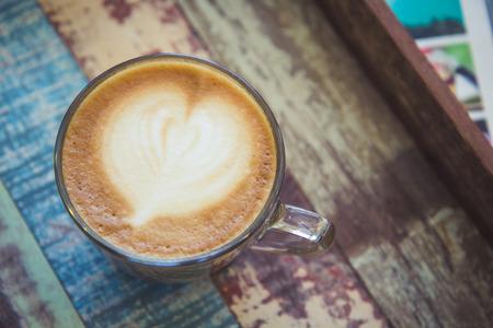 kafe: Heart latte art coffee on vintage wooden background Stock Photo