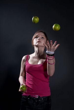 Virtuoso juggler- podbrasovanie green apples juggling photo