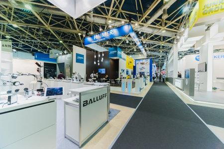 """MOSKOU, RUSLAND, Expocentre - MEI 15-19, 2017: 18e internationale gespecialiseerde tentoonstelling """"Uitrusting, instrumenten"""". en gereedschappen voor de metaalbewerkende industrie """"."""