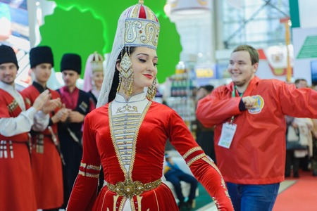 EXHIBIDOR: Moscow, Russia, Expocenter VDNH - OCTOBER 4-7, 2017: Russian agro-industrial exhibition Golden autumn. Business stand Kabardino-Balkar Republic. Dance Lezgin entertainment of visitors to the show
