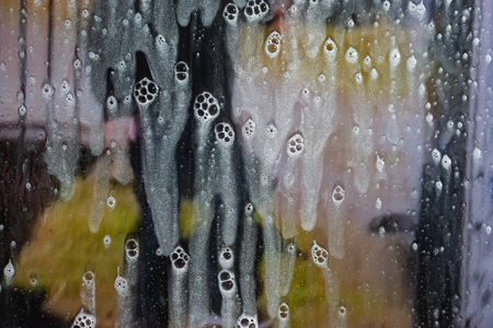 Background wet- raindrop realistic. Water splash shower- bad weather. Window- soap foam. Rainwater- liquid splash abstract 版權商用圖片 - 120333358