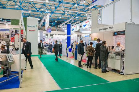 Moscú, Rusia - 10 de octubre: Exposición internacional de equipos, tecnologías, materias primas e ingredientes para la industria de procesamiento de alimentos 2017 Editorial