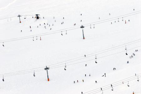 Landschaften und Menschen Skifahren im Schnee in Andorra Standard-Bild - 1797246