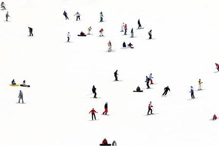 Landschaften und Menschen Skifahren im Schnee in Andorra  Standard-Bild - 1797231