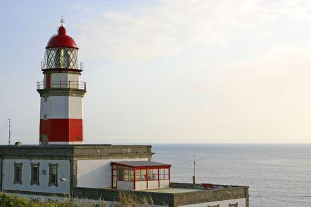 Alten Leuchtturm Schiffe an der Küste von Galicien, Spanien zu führen  Standard-Bild - 1797238